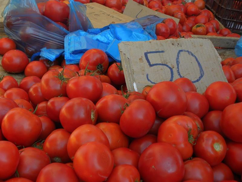 Φτηνές ντομάτες στη λαϊκή αγορά εικόνα